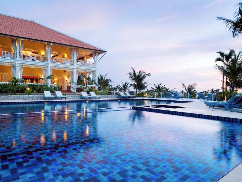 Bể bơi rộng và đẹp
