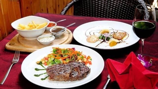 Món ăn được nhà hàng chế biến tinh tế.