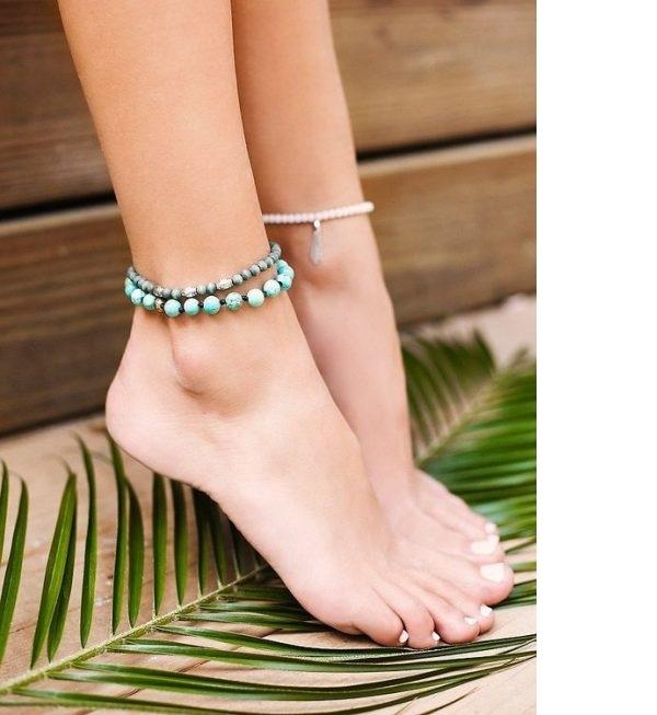Thông thường kiểu lắc chân dây đôi khá đơn giản trong việc giúp phái nữ lựa chọn trang phục
