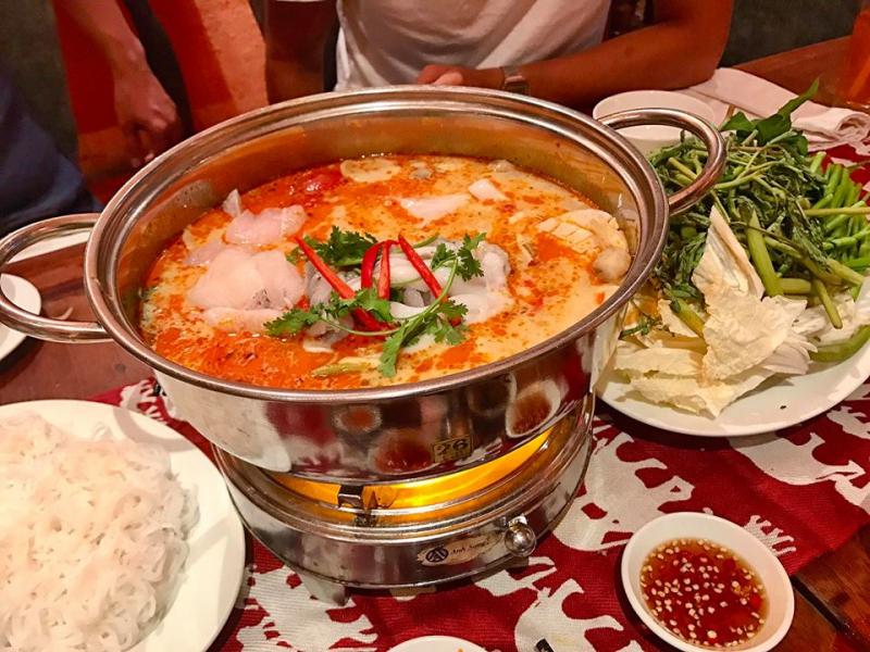Món ăn gia đình hấp dẫn tại nhà hàng
