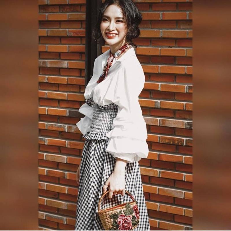 Angela Phương Trinh xinh đẹp với một sản phẩm của LaDan