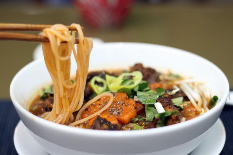 Lado - Bò Kho & Cơm Gà Da Giòn