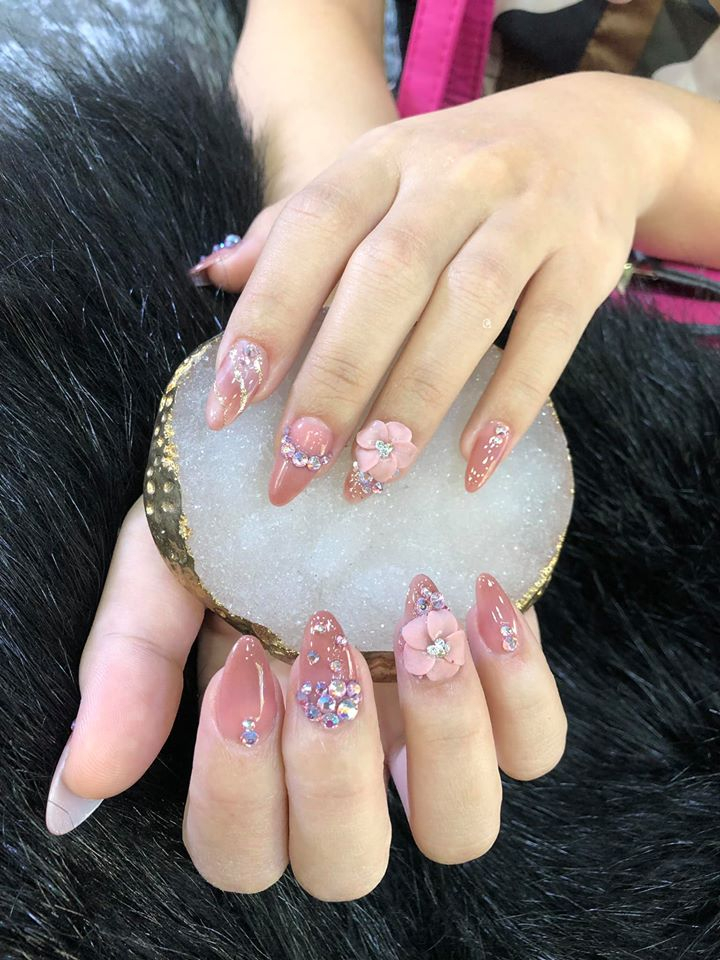 Lady Nails