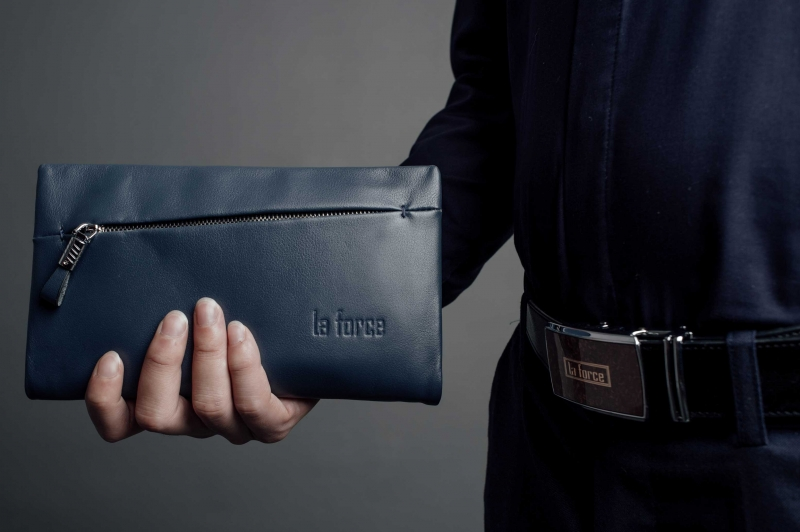 Một mẫu ví cầm tay nam của LaForce