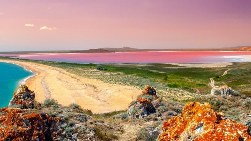 Hồ nước màu hồng Hillier