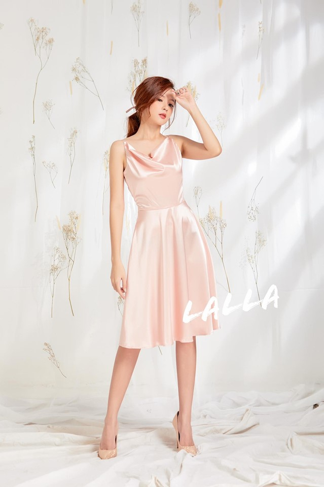 Cửa hàng thời trang và phụ kiện của Midu hướng theo phong cách chững chạc, nhẹ nhàng và nữ tính
