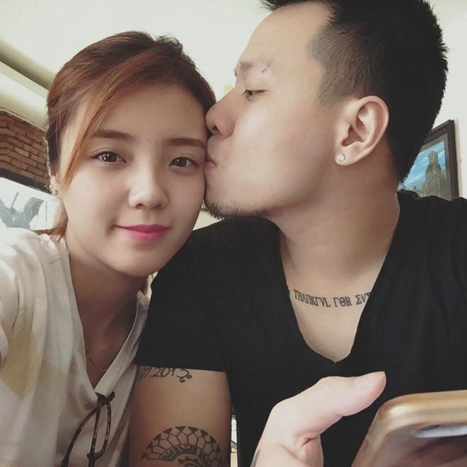 Lâm Á Hân và chồng tình cảm
