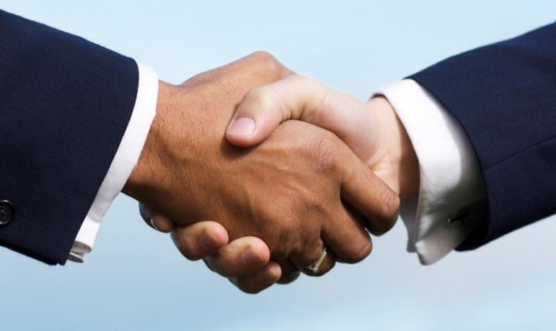 Làm ấm bàn tay trước khi bắt tay với người khác