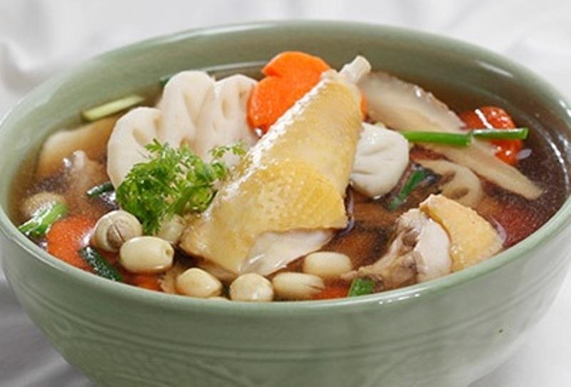 Gà hầm hạt sen là một trong những món ăn ngon và bổ dưỡng