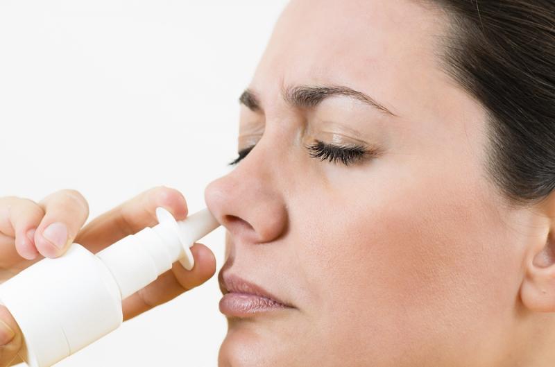 Thuốc xịt bị lạm dụng khiến lớp niêm mạc mũi bị tổn thương