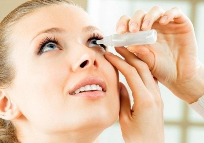 Lạm dụng thuốc nhỏ mắt gây kích ứng