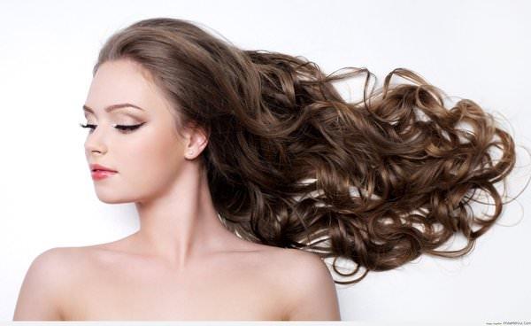 Một mái tóc chắc khỏe là điều mong muốn của tất cả chị em