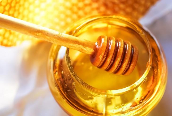 Làm lỏng mật ong bằng lò vi sóng