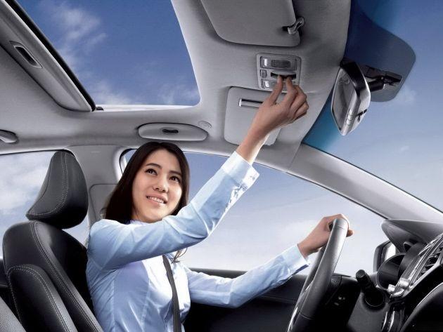 Quan sát các thiết bị trên xe để làm quen trước khi chạy xe.