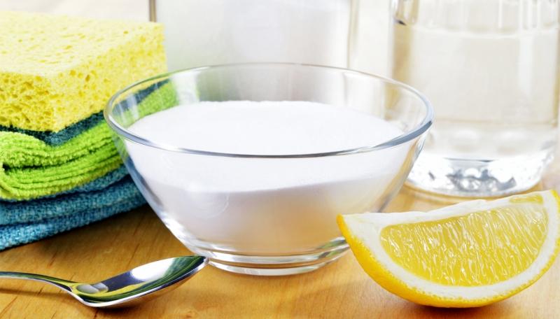 Làm sạch bàn ủi bằng giấm và muối