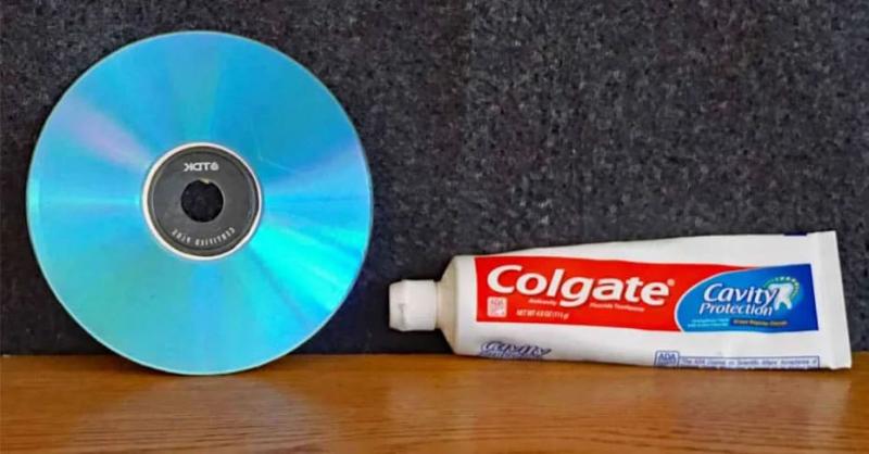 Kem đánh răng có tác dụng làm sạch các vết xước trên đĩa DVD, VCD...