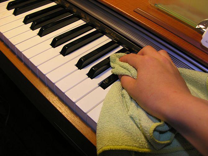 Kem đánh răng có tác dụng làm sạch phím đàn piano