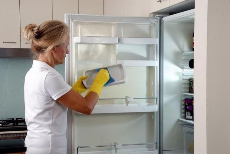 Làm sạch và khử mùi cho tủ lạnh
