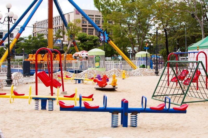 Làm thêm tại công viên giải trí