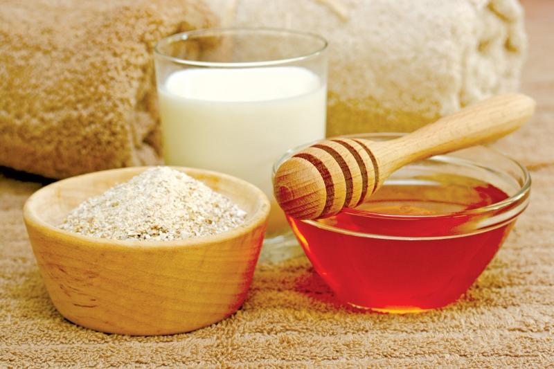 Tắm trắng bằng cám gạo và sữa tươi. Ảnh minh họa