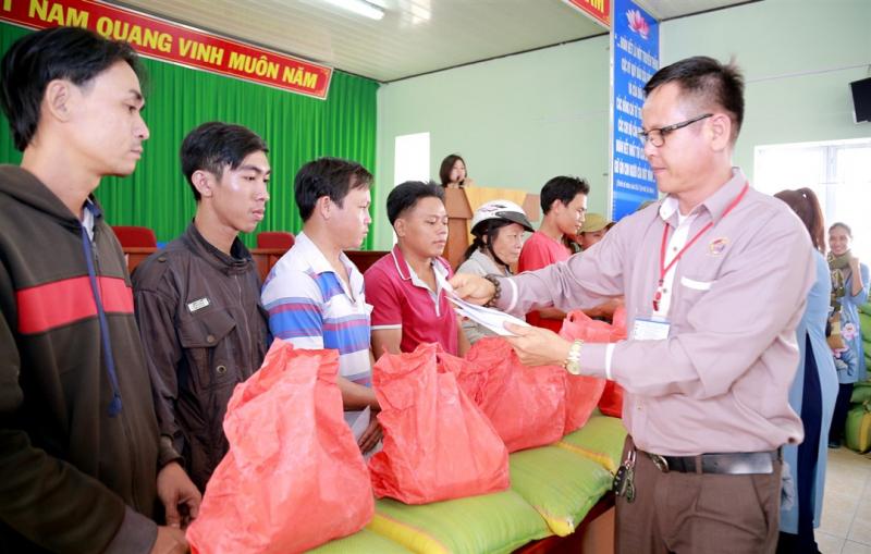 Chương trình từ thiện của một đơn vị trong dịp Tết