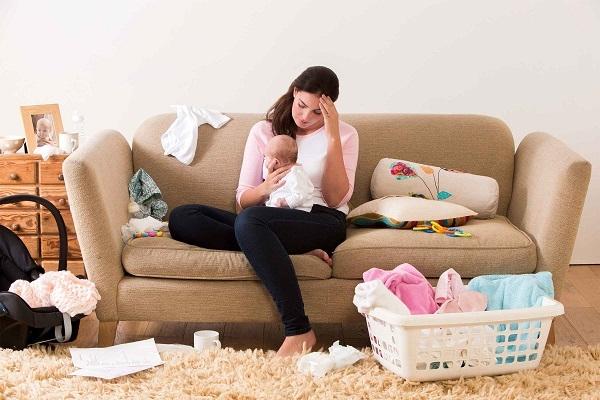 Đừng để phụ nữ sau sinh áp lực vì công việc đè nặng