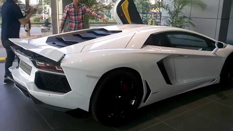 Aventador màu trắng nguyên bản