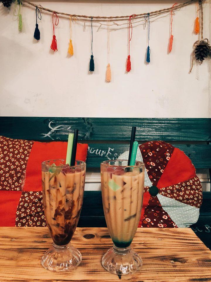 L'Amour Est Bleu café mang đậm nét kiến trúc Pháp nằm gọn giữa lòng thành phố Đông Hà, tỉnh Quảng Trị