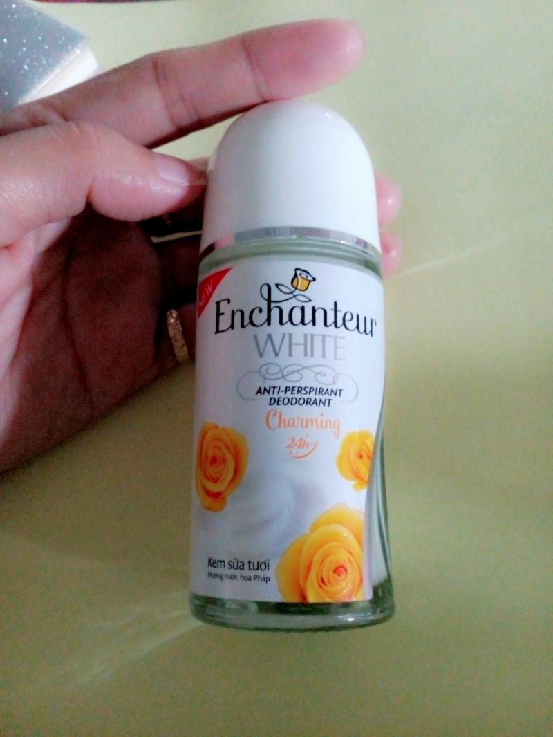 Lăn khử mùi Enchanteur