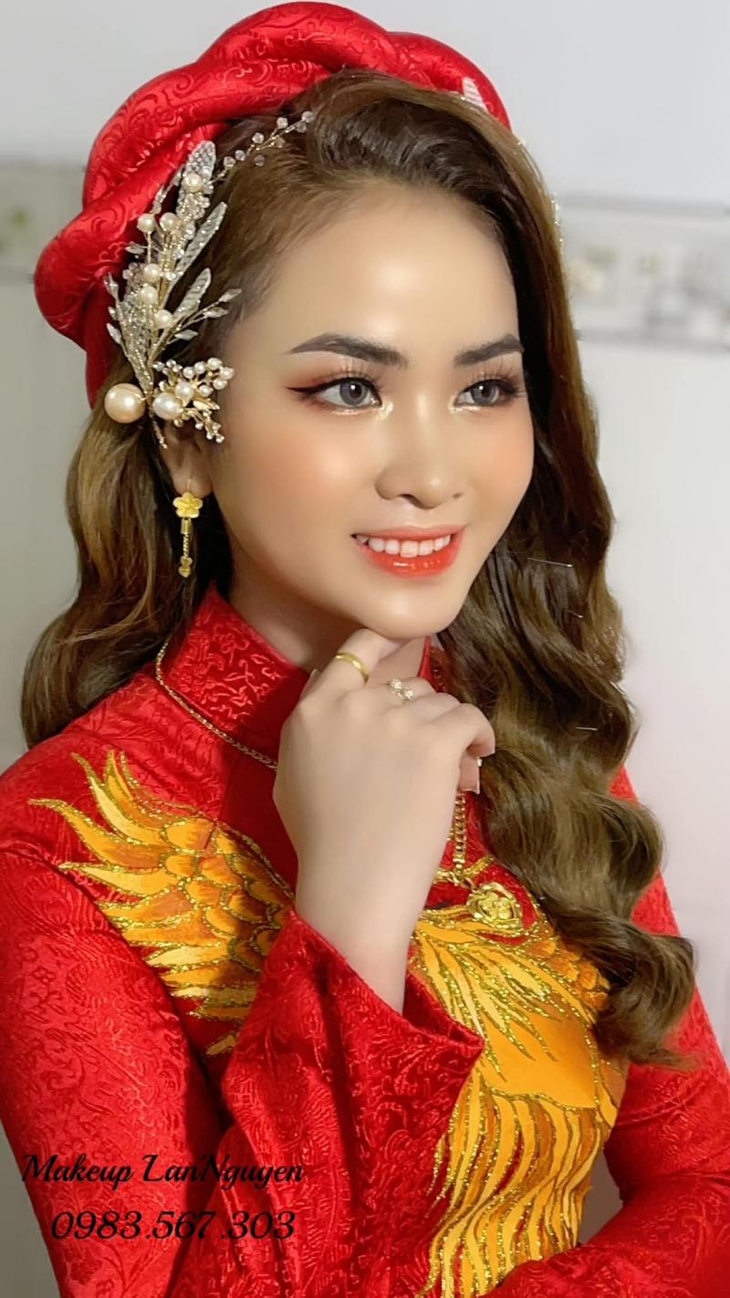 Lan Nguyễn makeup