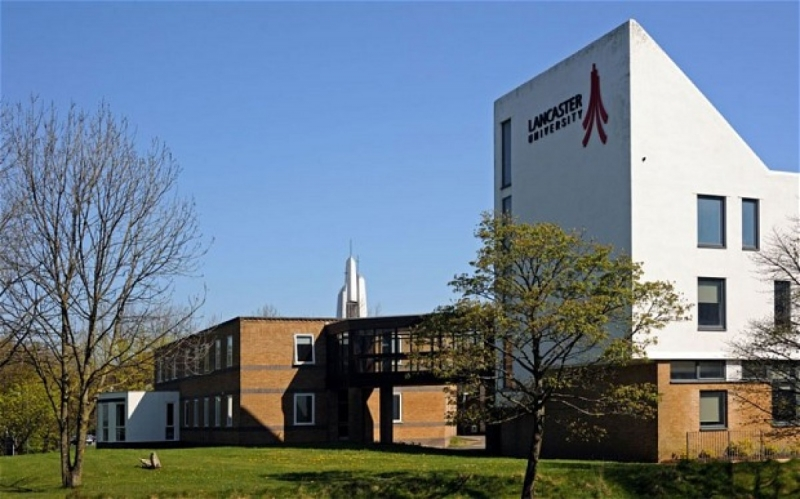 Lancaster University được thành lập năm 1964 tại thành phố Lancaster