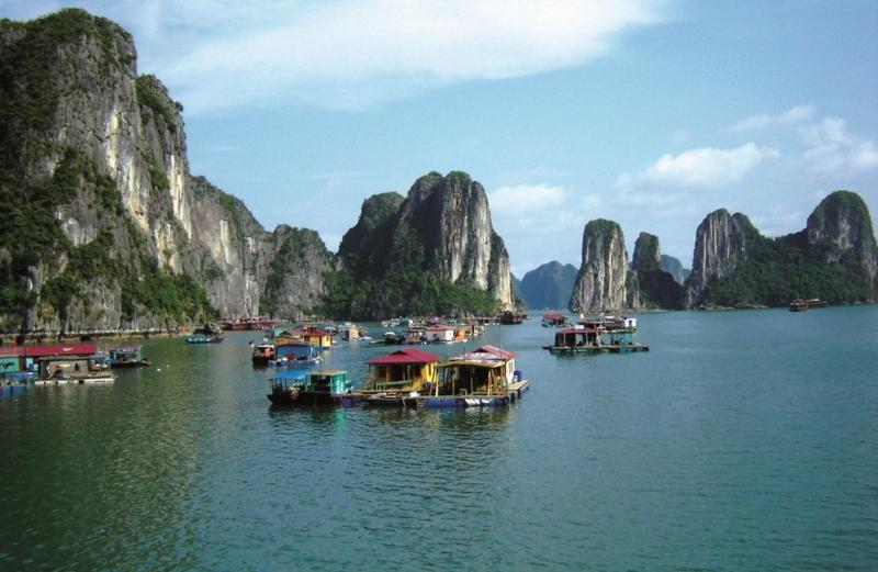 Làng chài Cửa Vạn, Hạ Long, Quảng Ninh - Đại diện duy nhât của Châu Á lọt vào top 10 địa điểm ven biển đẹp nhất thế giới năm 2014.