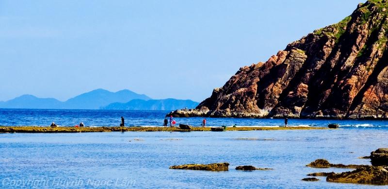 Nước biển trong xanh cùng nắng vàng tuyệt đẹp