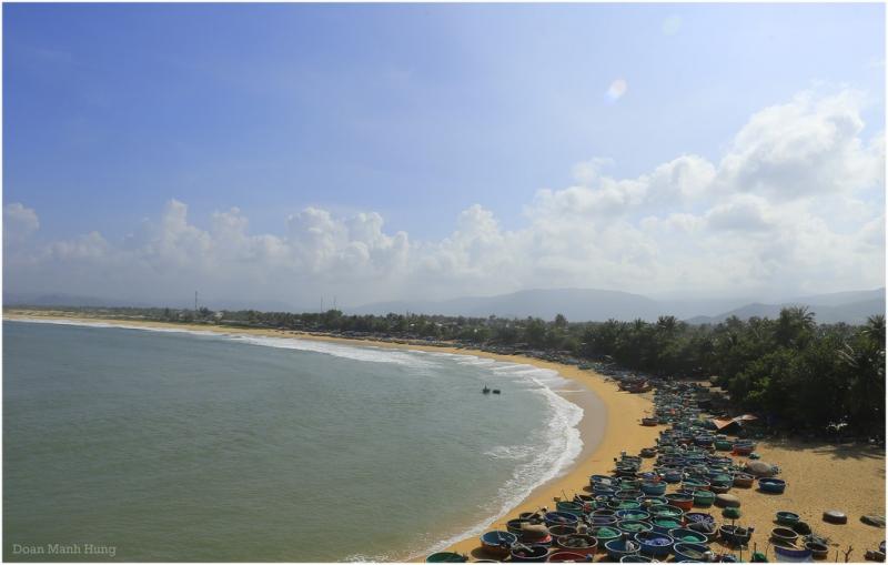 Làng chài Xuân Hải nép mình trên bờ biển trong xanh