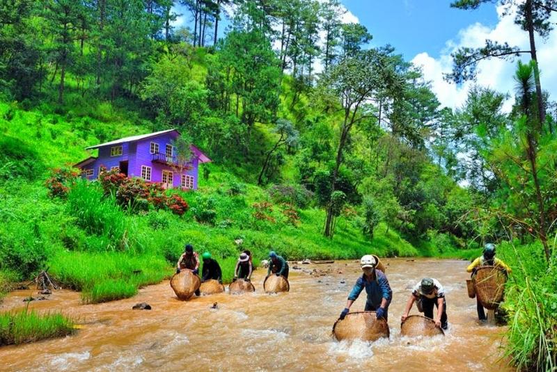 Cuộc sống giản dị của người dân trong làng