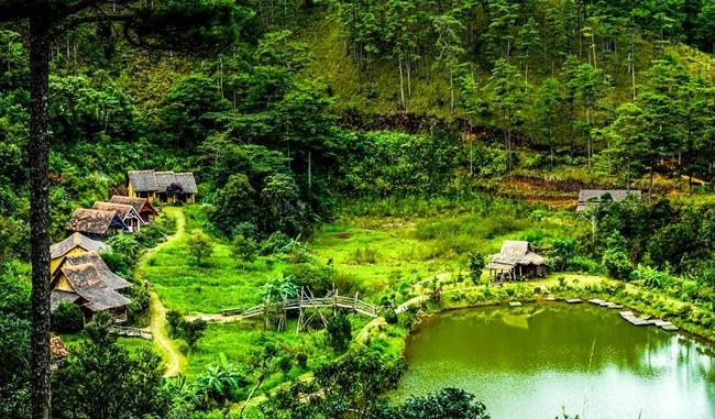 Khung cảnh nên thơ của ngôi làng Cù Lần