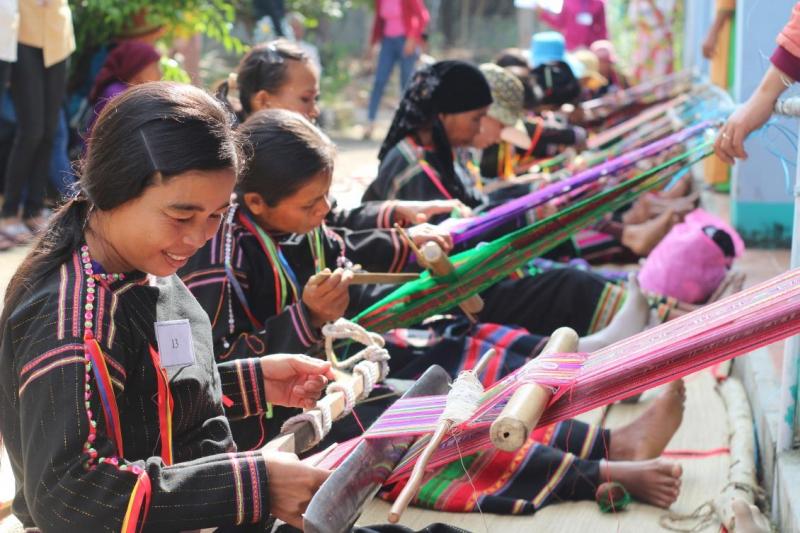 Làng dệt thổ cẩm Châu Giang