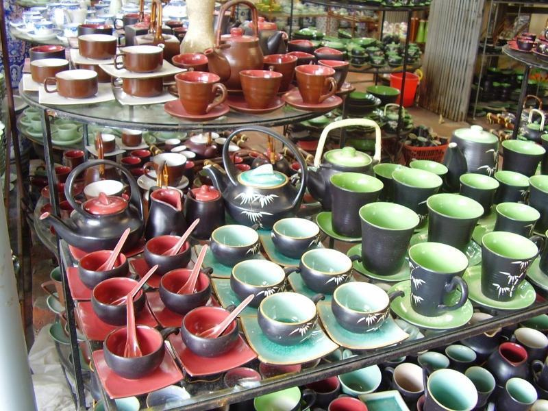 Những sản phẩm được bày bán tại Làng gốm Bát Tràng