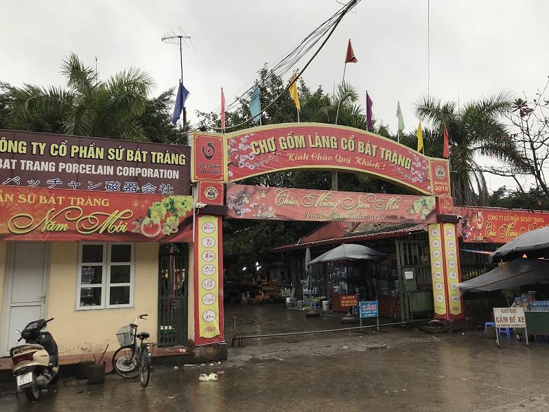 Chợ gốm Bát Tràng xã Bát Tràng, huyện Gia Lâm, Hà Nội.