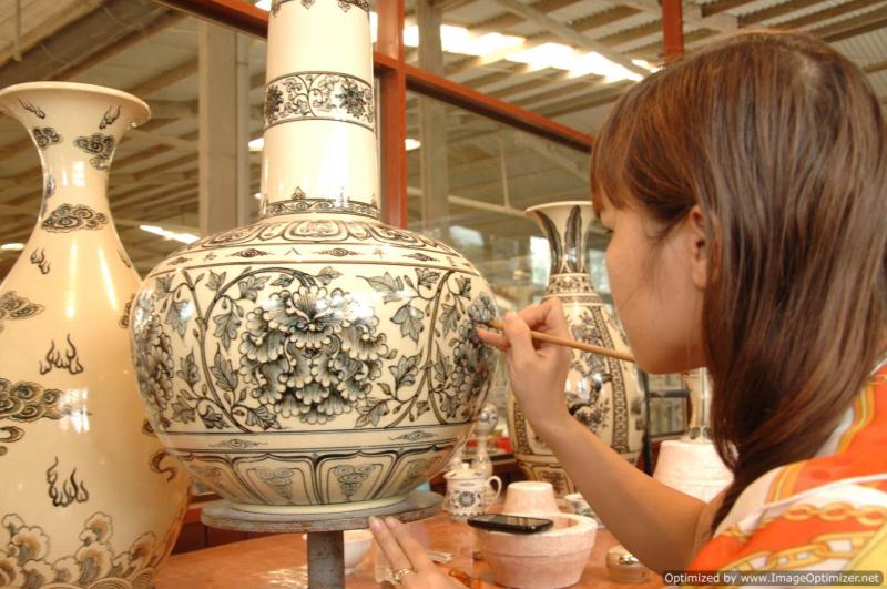 Hoa văn cổ của Chu Đậu phần nhiều là sen, cúc, dưới nhiều dạng khác nhau