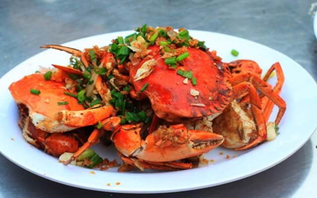 Món cua hấp dẫn ở nhà hàng Làng Hải Sản Cây Sung