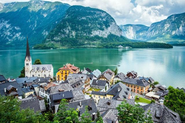 Cảnh quan hùng vĩ của ngôi làng cổ nổi tiếng Hallstatt
