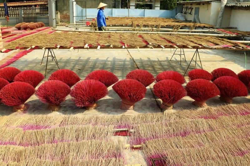 Sân phơi hương của làng hương Yên Phụ