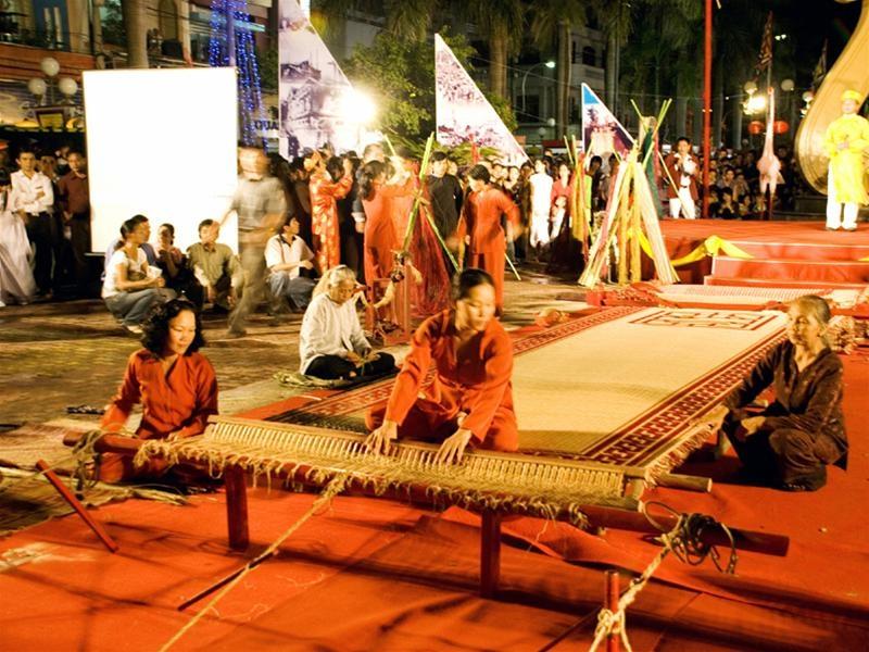 Người dân Châu Thành dệt chiếu tại Lễ giỗ AHDT Nguyễn Trung Trực