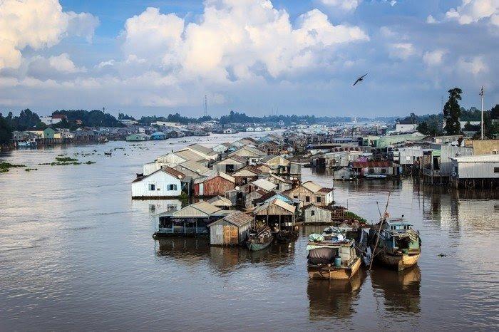 Ngôi làng như thành phố nổi trên sông