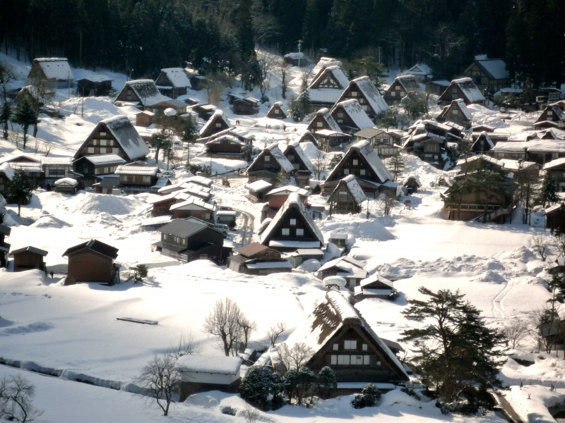Tuyết phủ trắng những ngôi nhà trong Làng Shirakawa-go vào mùa đông