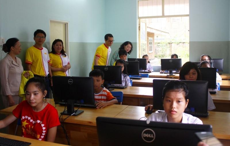 DHL Việt Nam tài trợ 250 triệu đồng cho Làng trẻ em SOS Cà Mau