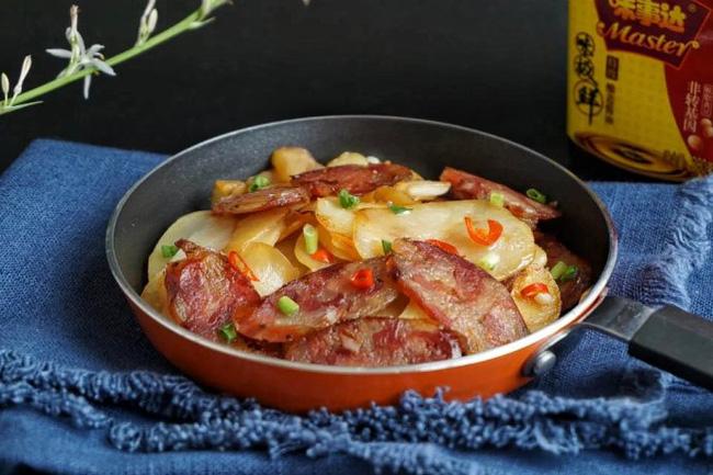 Lạp xưởng xào khoai tây
