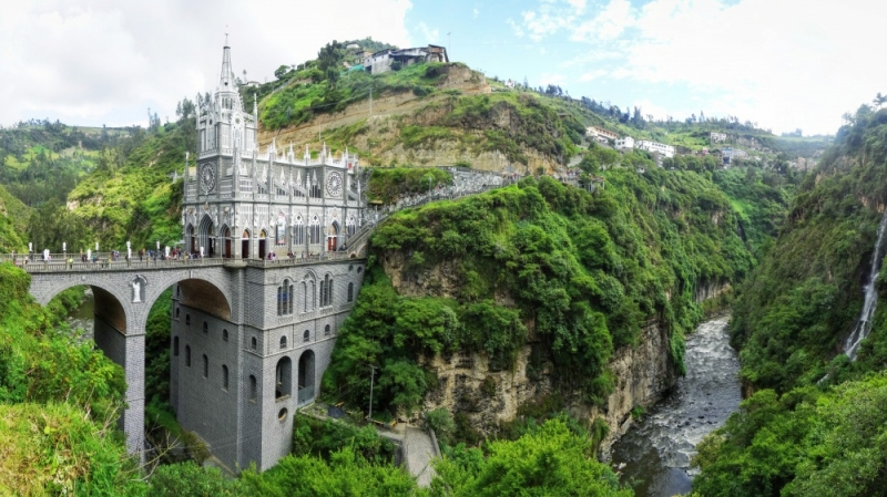 Nhà thờ bên hẻm núi Las Lajas