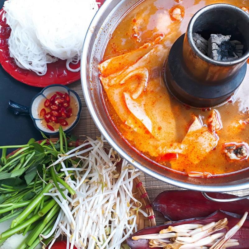 Nếu là người ghiền lẩu êch, bạn nhất định phải biết tới tiệm LẨU & ẾCH nổi tiếng trên đường Huỳnh Thúc Kháng